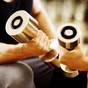 Накачать мышцы гантелями реально