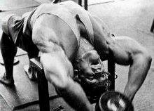 упражнение пуловер с гантелью- Упражнения на грудные мышцы