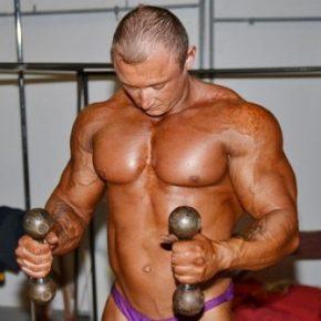 Как накачать грудные мышцы- программа тренировок
