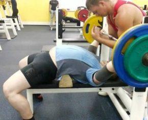 Упражнения на грудные мышцы- сколько повторений делать на массу