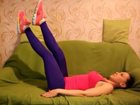 домашний фитнес на диване упражнения перед телевизором, комплекс упражнений на диване